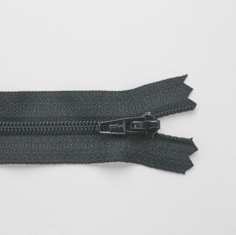 Regular Zip Black 20cm